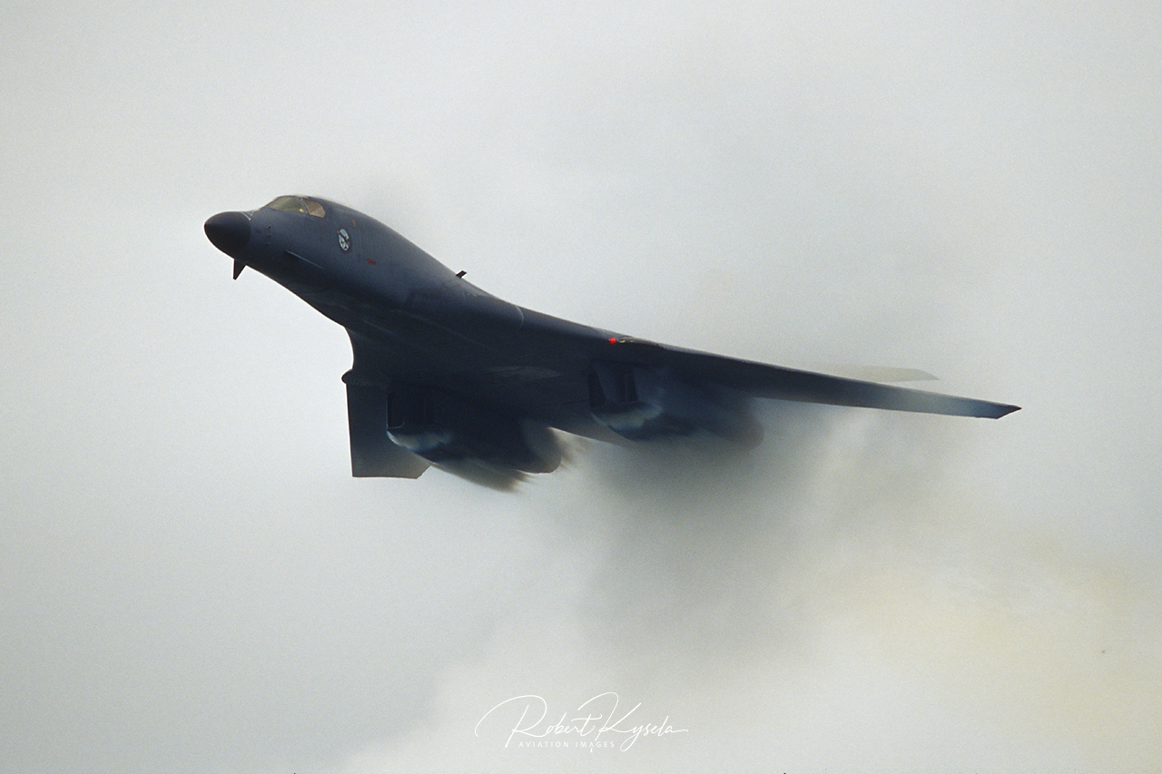 Boeing ( Rockwell ) B-1B LANCER  -  © by Robert Kysela