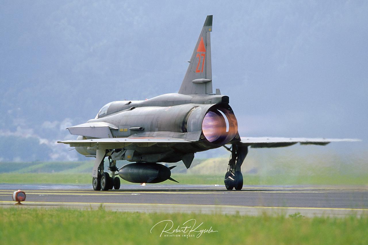 Saab JA-37 VIGGEN  -  © by Robert Kysela