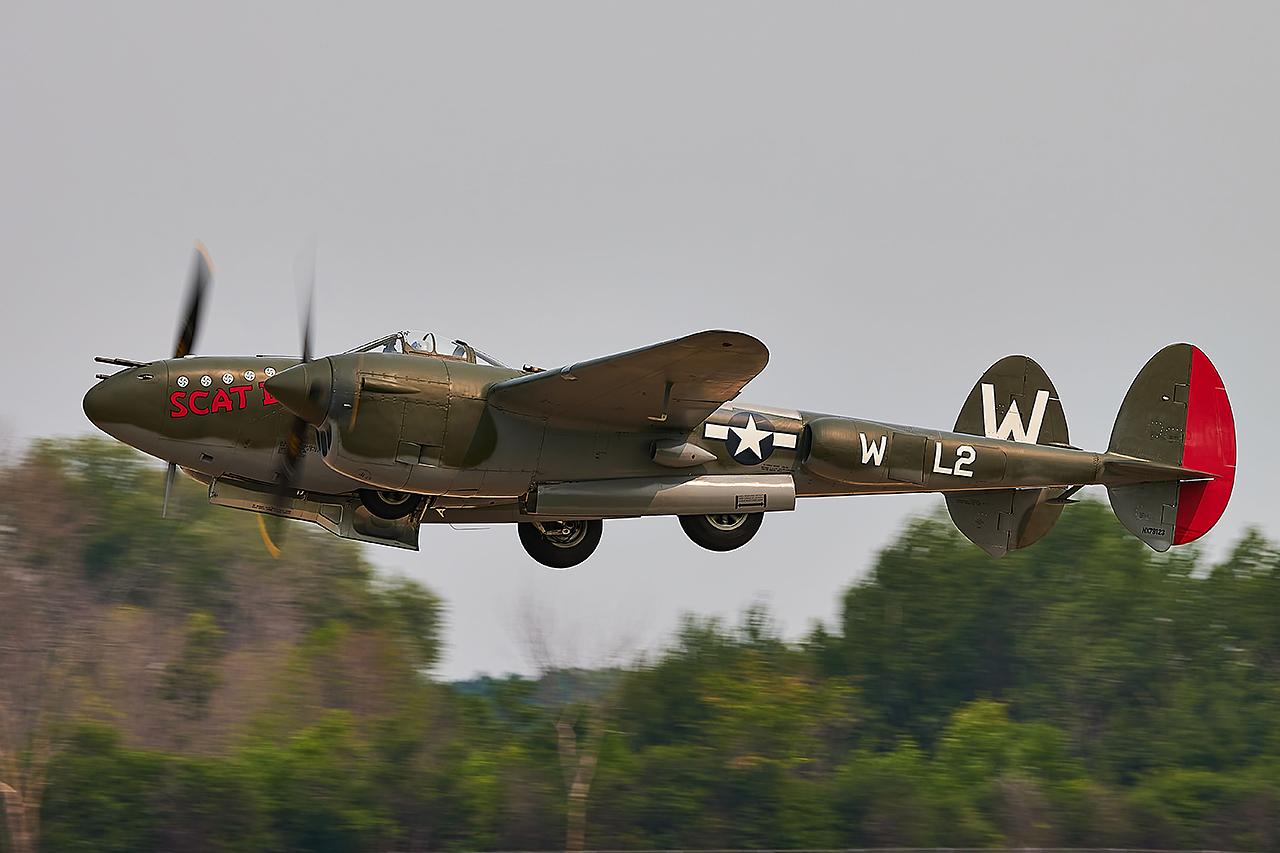 Lockheed P-38L LIGHTNING  -  © by Shawn Clish