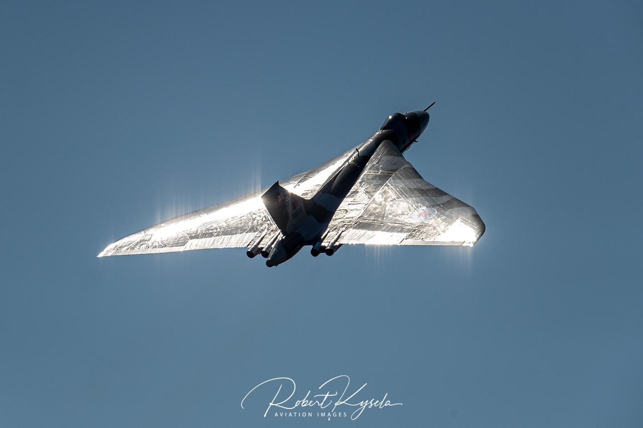AVRO 698 Vulcan B.2 / XH558   - © by Robert Kysela